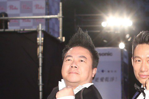 歷屆綜藝節目主持人獎得主董至成(左起)、郭子乾、浩角翔起走星光大道。
