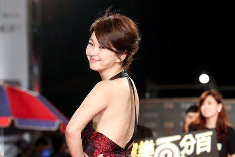 歷屆迷你劇集/電視電影女主角六月(圖)、林美照、陳孝萱、莫愛芳走星光大道。
