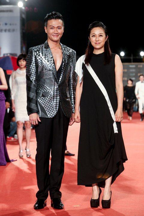 黃韻玲(右)、林俊逸(左)入圍綜藝節目主持人獎。
