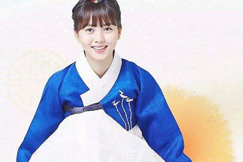 南韓演員金所炫,年僅16歲卻依甜美的長相和精湛的演技,參與多齣戲劇演出,近期更在《學校2015》中挑大樑擔任女主角,知名度大增,演技無庸置疑。她9月初悄悄來台灣為雜誌拍攝寫真,除盛讚台灣是個很棒的地...