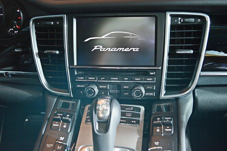全車系也標配7吋觸控螢幕的保時捷通訊管理系統結合了音響、導航及通訊功能,另有具備14支揚聲器、功率585瓦Bose 環繞音場系統。 記者趙惠群/攝影