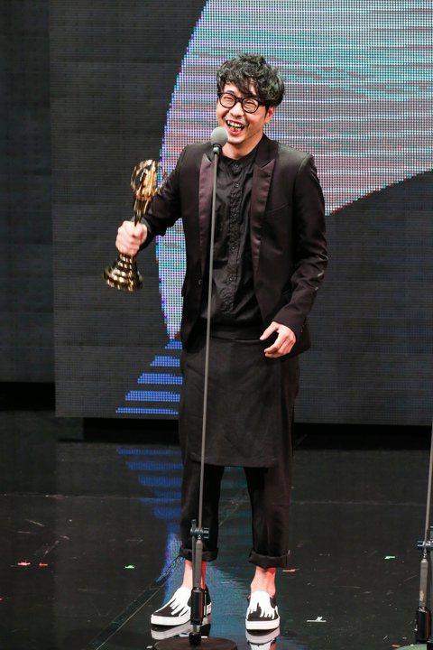 第五十屆電視金鐘獎在國父紀念館頒獎,許富翔以16個夏天(聯意製作股份有限公司)奪得戲劇節目導演獎。