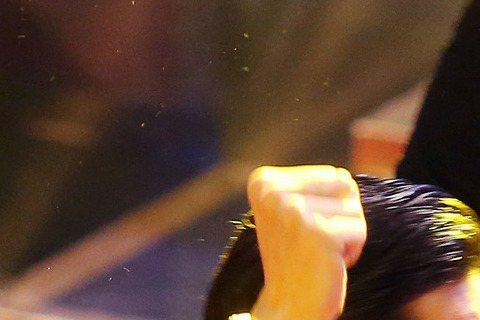 戲劇節目獎由16個夏天(聯意製作股份有限公司)獲得,女主角林心如與男主角楊一展振臂歡呼。#金鐘幕後 #噓編直擊 Ruby林心如「 16個夏天」奪下最大獎「戲劇節目獎」,快來看看她最想做的事情是?#金...