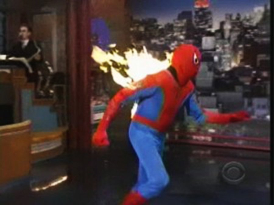 打火機在大部份的情況下,是個消滅蜘蛛的好武器,但絕對不會是在裝滿汽油的加油站裡! 裁自neowin.net