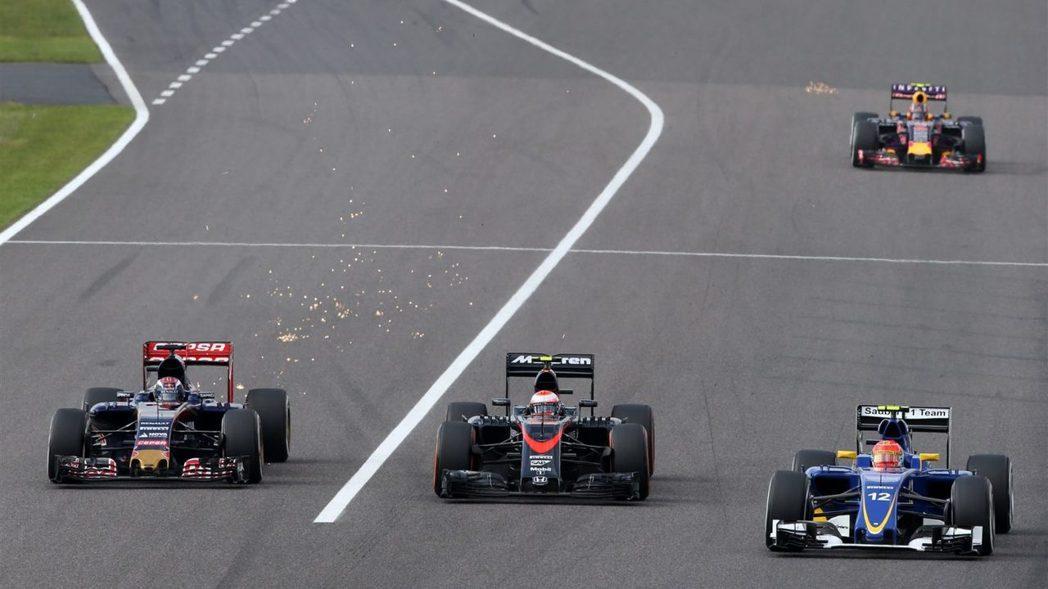Alonso過度情緒化的言論引起車隊老闆Dennis的不滿,但後者仍希望明年保持...