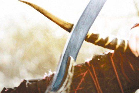 侯孝賢執導的「刺客聶隱娘」上映短短時間就在陸、台賣出2.5億台幣,但著重意境的呈現卻引來不一的評價,甚至有網友直批根本是「垃圾爛片」。對此,個性直率的舒淇也爆氣回應:「不喜歡可以不看,看不懂可以多看...