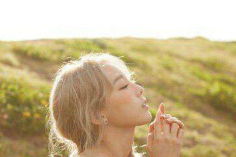 少女時代成員太妍日前宣布將出新專輯,今天終於有好消息啦!據SM娛樂表示,太妍的新專輯將在10月7日公開音源,而太妍的SOLO演唱會《非常特別的一天》也會在下個月舉行。太妍還在自己的IG上提到,這次為...