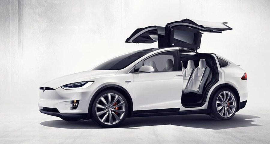 Falcon獵鷹式後車門還能提供2、3排乘員同時進出的空間。 Tesla提供