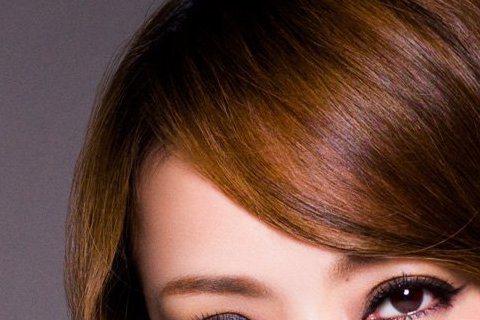 日本天后安室奈美惠已出道20多年,海內外累積不少粉絲,今年還曾旋風來台擔任天后蔡依林演唱會嘉賓,而他最近也在日本展開新的巡迴演唱會《namie amuro LIVEGENIC 2015-2016》,...