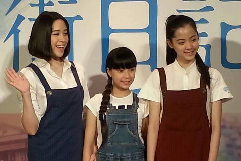 歐陽三姐妹首次一起幫電影宣傳,可能家人在身邊太過自在,三人有夠吵 XD 根本當自己家啊!娜娜說自己喜歡會做飯的男生吶~ 看來噓編得回去練個廚藝了。
