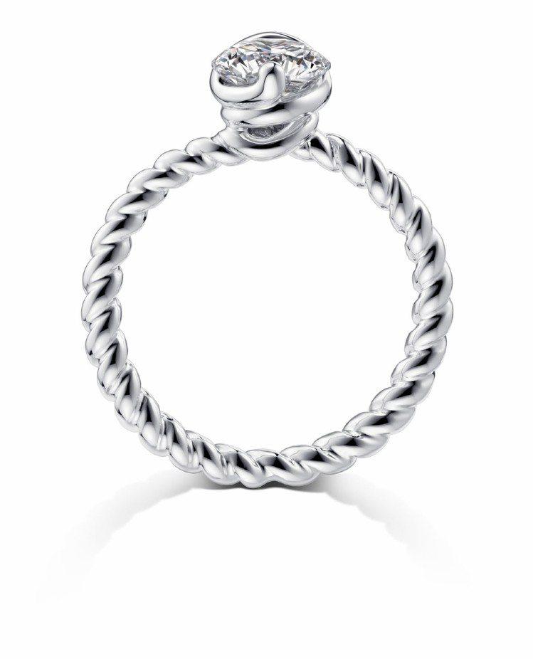 周大福「完美婚嫁系列」一爪鑲30分鑽戒,周慶價41,400元起。圖/周大福提供
