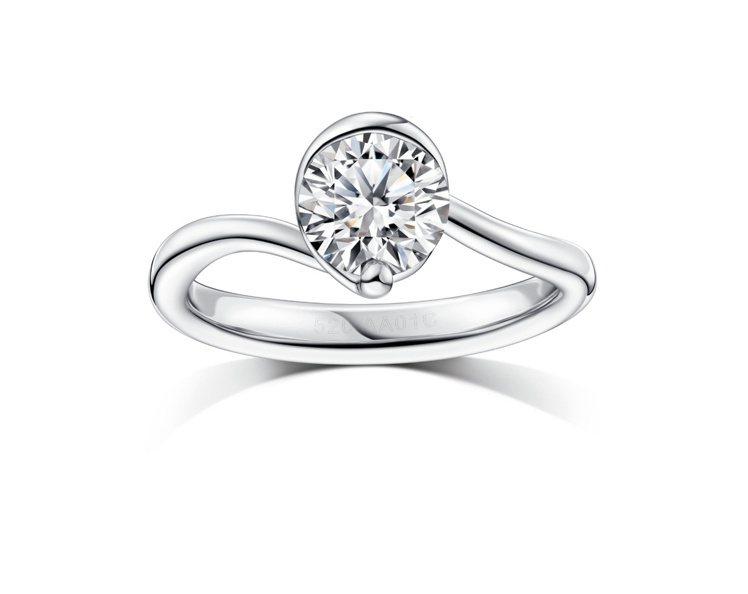 周大福「完美婚嫁系列」一爪鑲50分鑽戒,周慶價110,700元起。圖/周大福提供