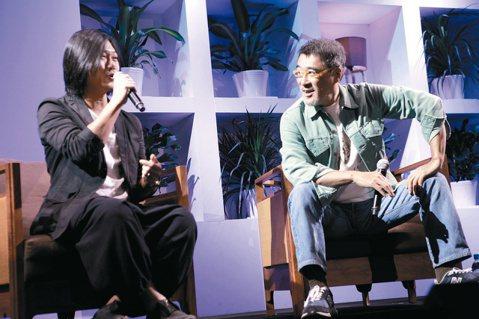 看準上海龐大的音樂節市場,「簡單生活節」連兩年在世博公園舉行。首日李宗盛與瑪莎對談大談「上個世代」與「這個世代」對「年輕世代」的建議,嚴肅而諄諄教誨年輕人。歌迷提問犀利,有人問瑪莎結婚心境、是否向李...