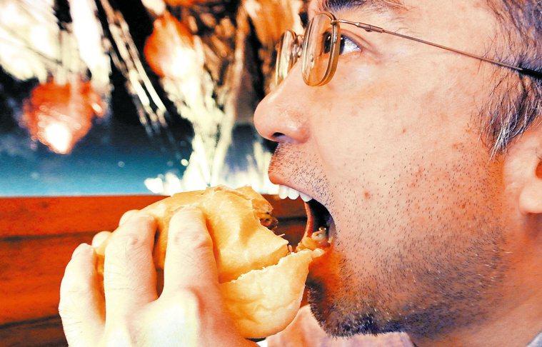 許多早餐店的定價上,漢堡通常會比吐司貴。 記者修瑞瑩/攝影