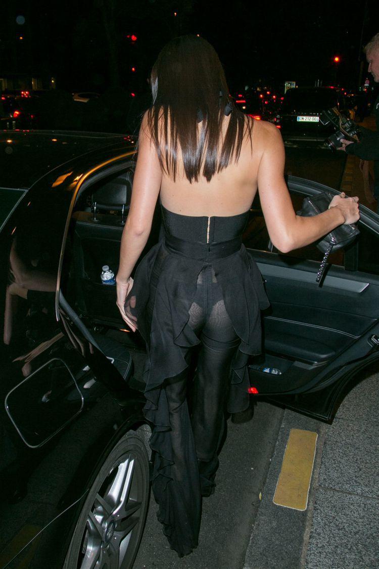 坎達爾珍娜日前穿著火辣。圖/擷自cosmopolitan.com