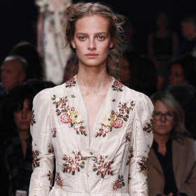 巴黎時裝周/Alexander McQueen 英倫玫瑰
