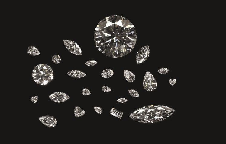 從「庫里南遺產」毛坯切割出來24顆全屬DIF級別的鑽石。圖/周大福提供