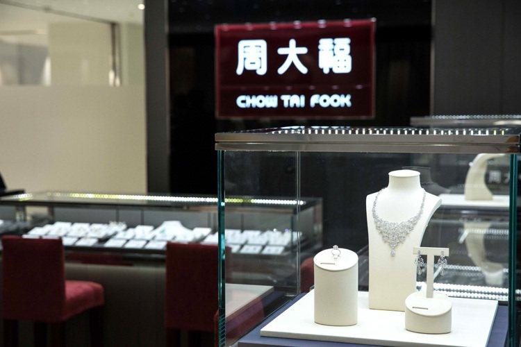 周大福全台第九間門市8月在台北 SOGO 敦化館隆重開幕。圖/周大福提供
