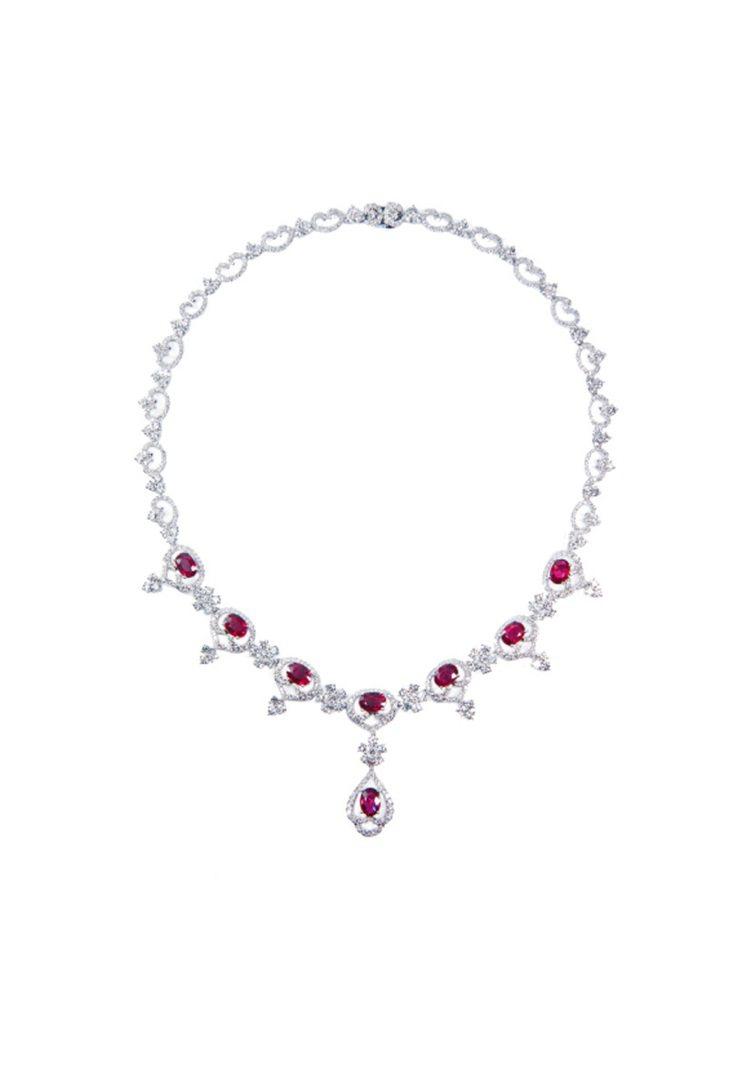 瑰麗紅寶美鑽項鍊,675顆鑽石共11.09克拉,8顆紅寶石,共7.56克拉,定價...