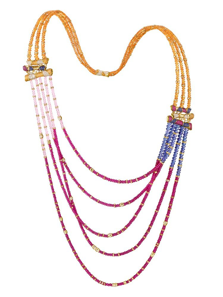 絢麗長空--以彩色繽紛的白鑽、紅寶石、坦桑石、石榴石、碧璽珠串成,再配上18K黃...