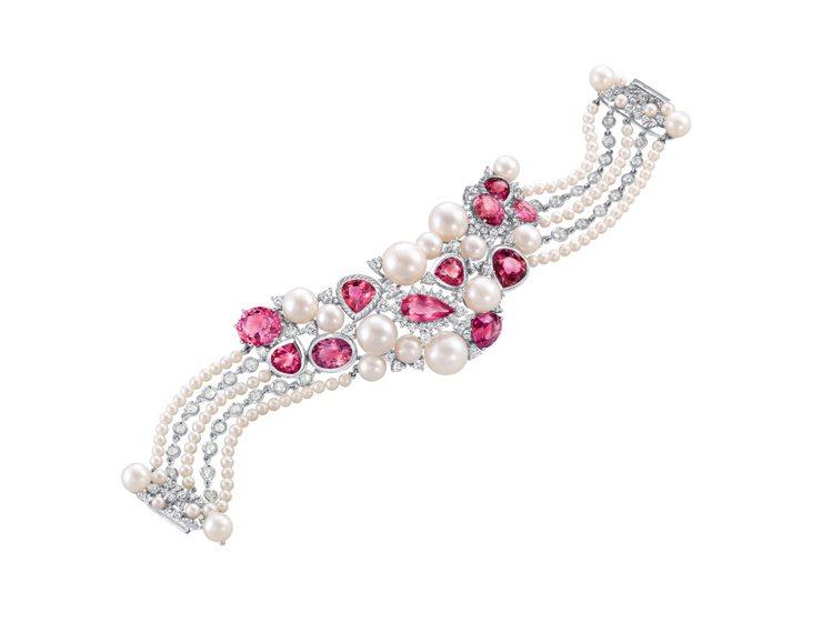 逍遙清拂--珍珠、紅寶石、粉紅鑽、碧璽串成鏈子,白鑽、干邑鑽散佈其中,以18K ...