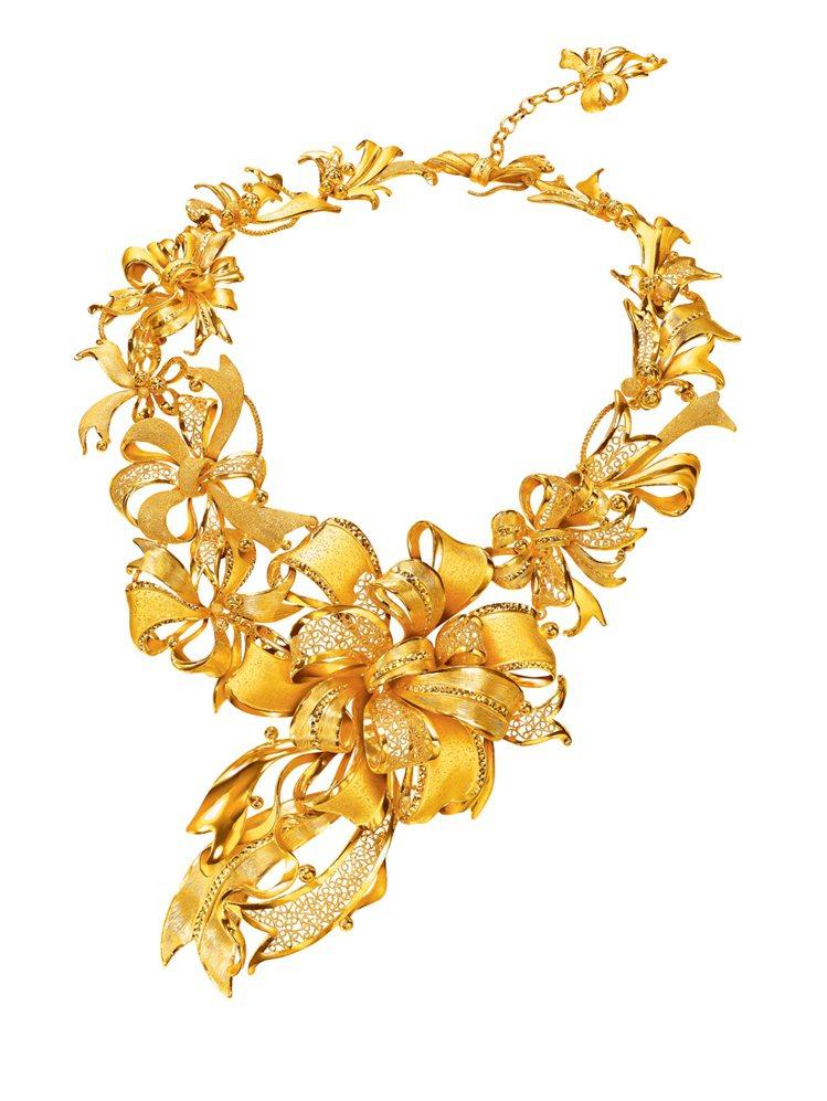 完美婚嫁系列「絲帶蒂結」黃金首飾建議售價758,000元起。圖/周大福提供