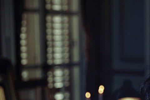 桂綸鎂為時尚雜誌VOGUE前往巴黎拍攝封面,提到這一年,買了屬於自己的房子,她坦言:「我當然也想過結婚,也曾經在腦袋裡勾勒出一個Big Family的畫面,但,我才剛搬出來,才真正開始享受什麼叫做一...
