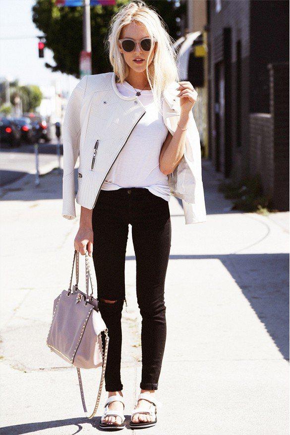 可選擇白色皮衣搭配,整個人優雅又帥氣。圖/擷自whowhatwear.com