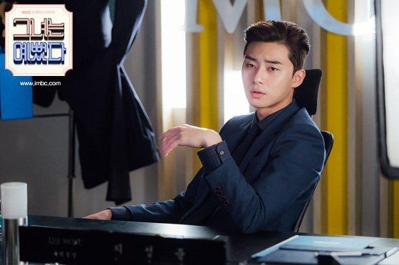朴敘俊在《她很漂亮》中飾演時尚雜誌副總編輯。圖/擷自MBC官網