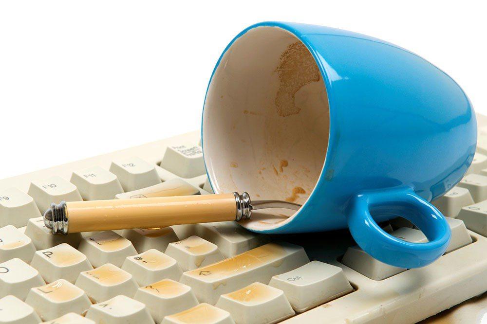 骯髒的咖啡杯(就是那個從昨天就放在你的辦公桌,杯裡有一層棕色膜)所含的細菌最多。...