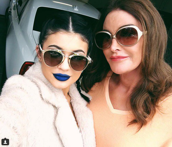 Kylie Jenner也愛上藍色唇膏。圖/擷取自Instagram