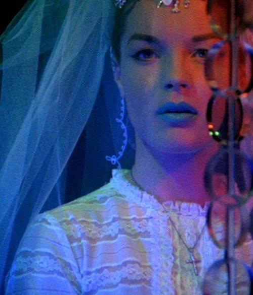 Romy Schneider 曾在電影 L'Enfer 中塗上藍色唇膏...