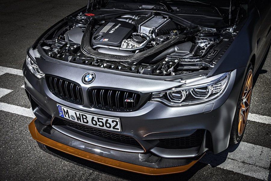 M4 GTS搭載的3.0升雙渦輪增壓直6汽缸引擎能爆發出500匹最大馬力與61....