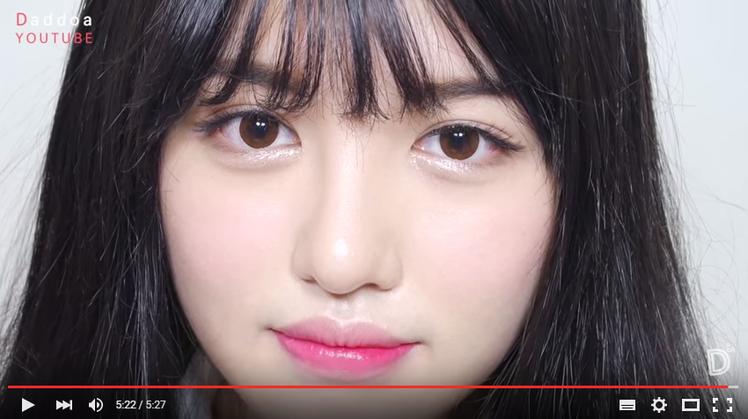 激發保護慾!清新學生妹妝容這樣化。圖/擷自Daddoa다또아 Youtube