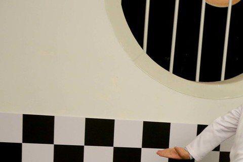 阿達與李伯恩組成的「自由發揮」,時隔兩年再度合體,10月16日推出「超KIANG」新歌加精選輯,主打歌「KIANG」MV中,阿達再度扮女裝,穿護士服演護理長,還一度因腳滑,在鏡頭前跌跤,急得他立即夾...