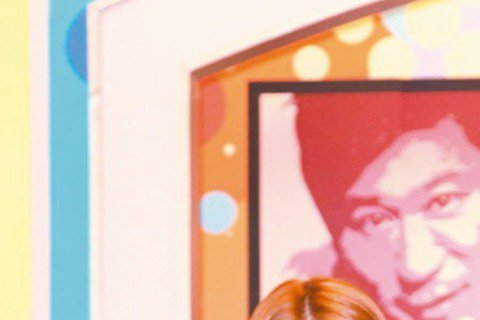 胡瓜接下東森新節目「醫師好辣」,因節目探討醫界秘辛,問他是否會邀「女婿」李進良上節目?他表面說:「只要有適合的主題,當然歡迎大家來上」,不過他私下坦言:「真找他來上,會說我們是在消費他;不找他來上,...
