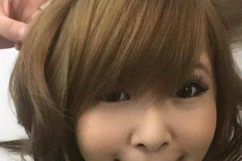 台日混血藝人川島茉樹代(Makiyo),9日在臉書上PO出自己的手指受傷照,並寫著「痛啊!拆東西拆到去醫院,真的不是我願意的。」照片中Makiyo的手指上包裹著一塊大紗布,紗布底下是道大傷痕混雜著血...