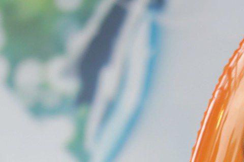 馬來西亞歌手林明禎來台闖星路,她自今年3月來台打拼,和家人分隔兩地,10日她在西門町舉辦首場簽唱會,媽媽和姊姊及兩個弟弟突然現身,林明禎又驚又喜,一度哭到無法說話。林明禎昨與粉絲大玩「真心話大冒險」...