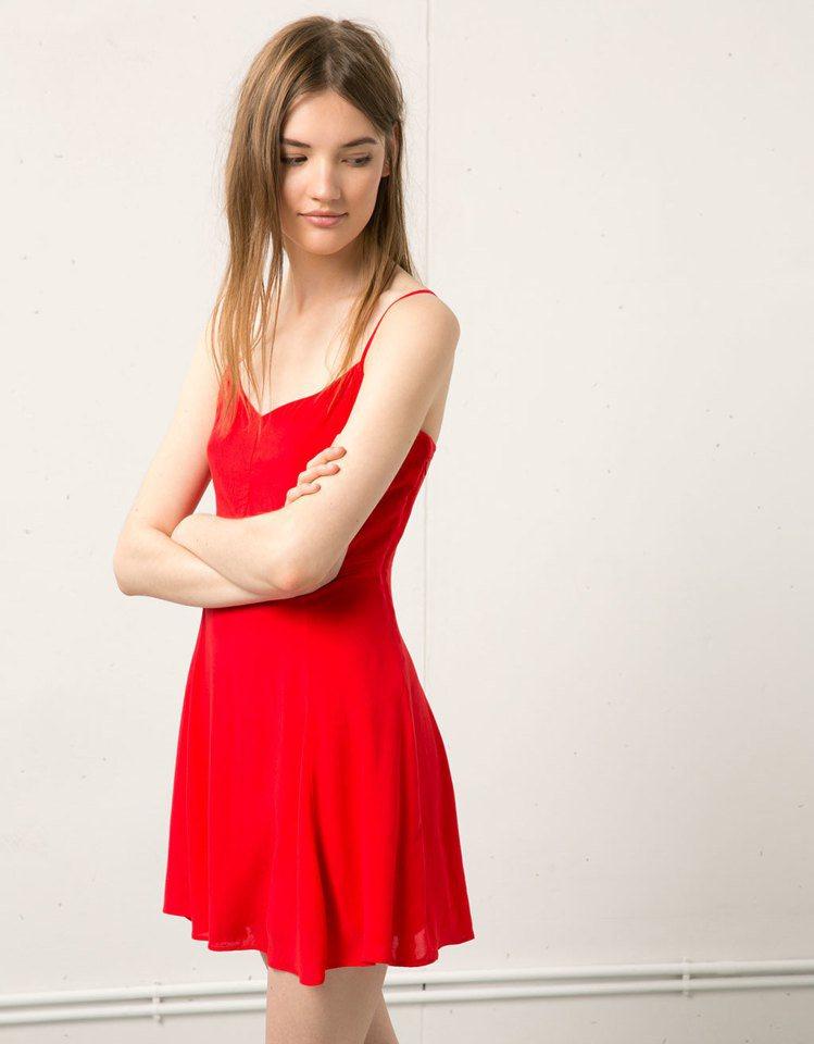 Zara旗下的平價服飾Bershka,風格青春甜美。圖/Bershka提供