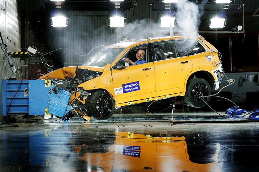 自動駕駛系統可能是普遍大眾最安全的選擇。 Volvo提供