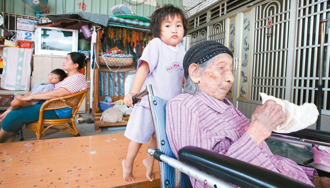 圖為一一三歲的彭玉梅。 記者程宜華攝影