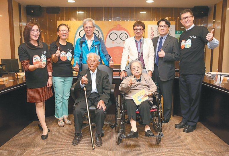 老人照顧老人 超高齡台灣無可迴避的問題