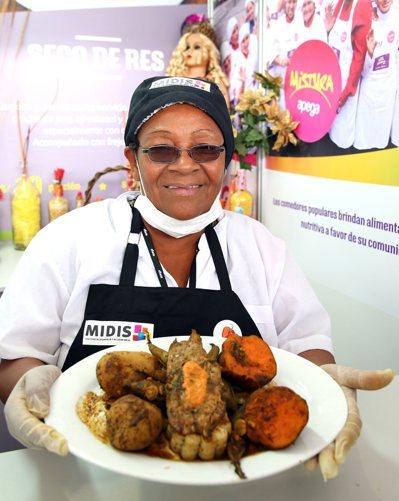 MIDIS輔食計畫獲獎女性廚師,用很便宜的價格做菜給窮人吃。 特派記者陳柏亨/秘...