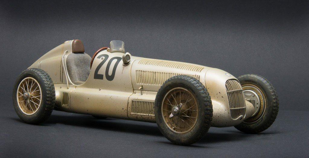讓M.Benz獲得「銀箭」美名的W25賽車也是CMC的作品之一。這輛W25 No...