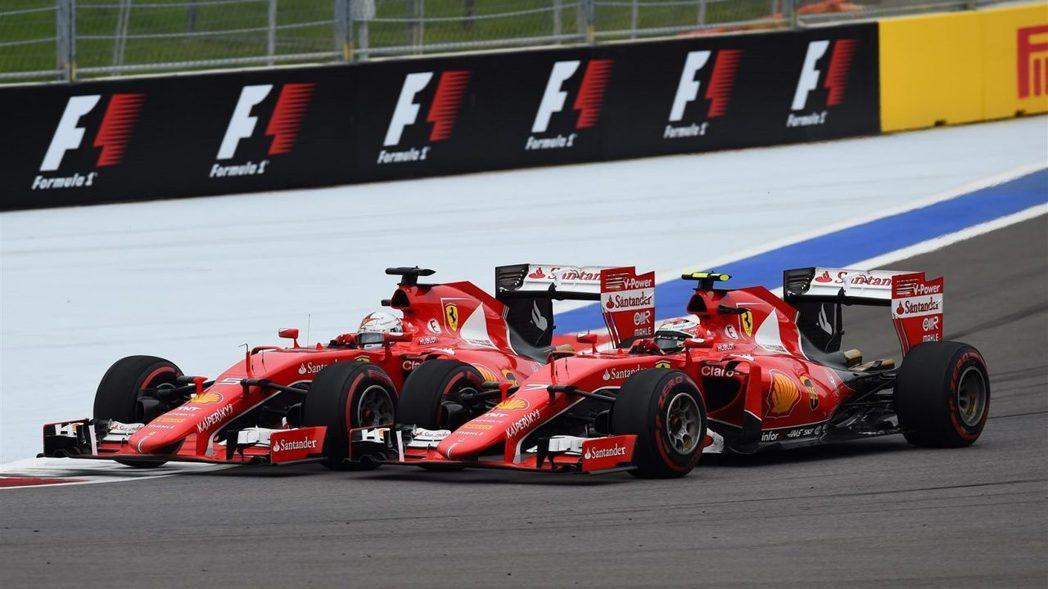 Vettel在比賽中段超越隊友Kimi,又靠著換胎策略擠下Bottas。本站亞軍...