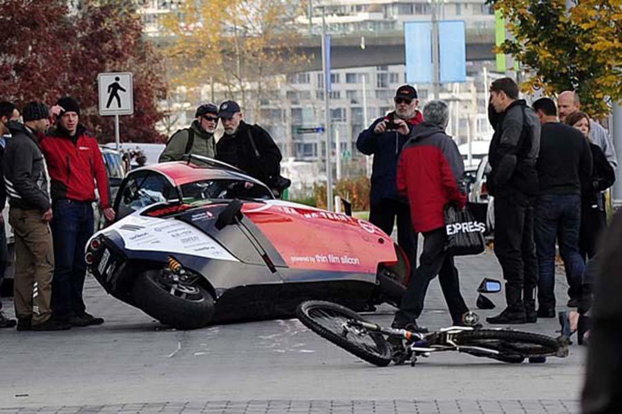電動機車在行駛過程中非常安靜,這讓其他行人或汽機車駕駛經常不知道它們的存在。 摘自autoevolution.com