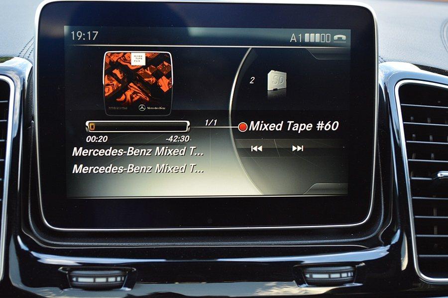整合導航、藍牙與音樂硬碟等功能的CMOAND多媒體娛資系統是標配。