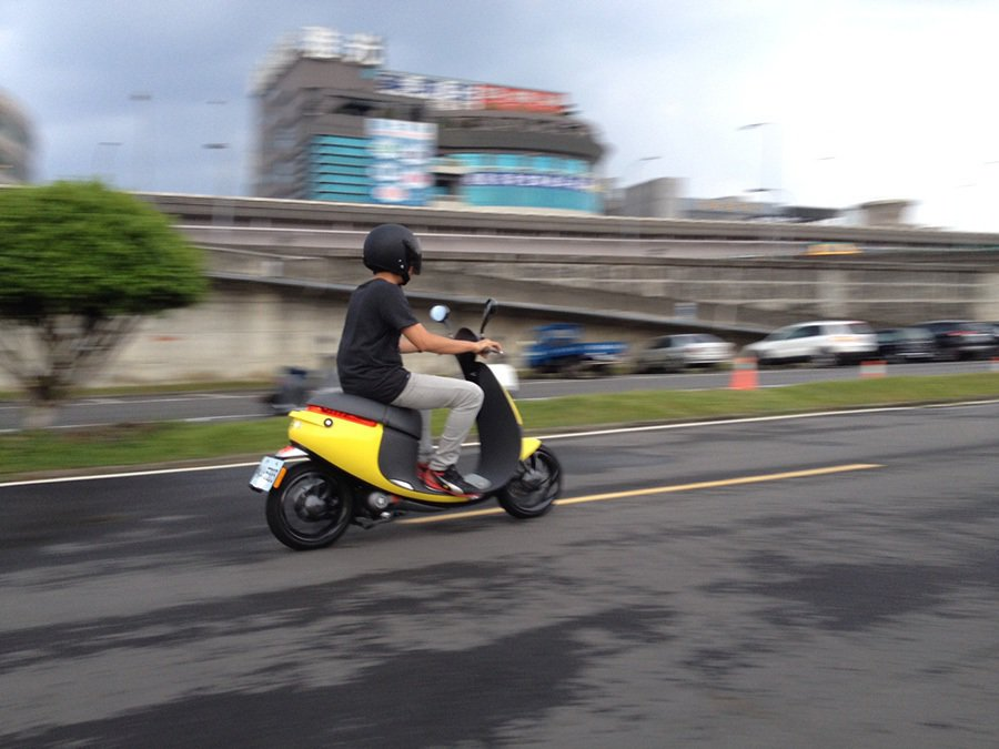 電動機車到底隱藏了什麼潛在危險性?騎乘時又該注意那些事項呢? 記者敖啟恩/攝影
