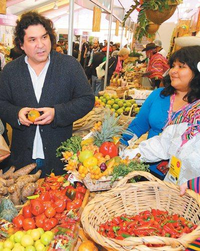 秘魯名廚阿庫里歐(左)以廚藝讓世界看見秘魯,讓安地斯山脈到平原的多元物種重新回到...