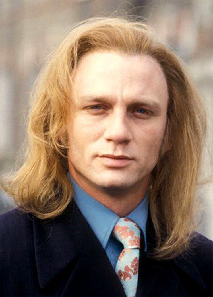 現任007詹姆士龐德先生,丹尼爾克雷格,年輕的時候真的不是太帥。圖/擷取自tum...